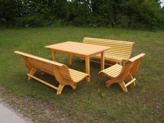 Gartenmobel Set Wien Holz : Verkaufe vierteilige gartengarnitur bestehend aus zwei geschwungenen